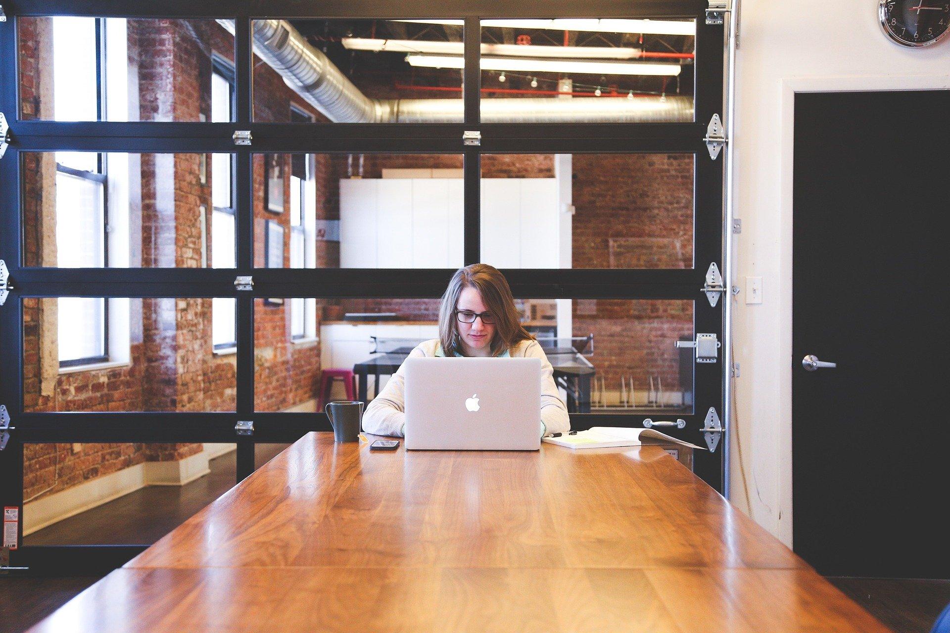 人気の事務職への転職は難しい⁈